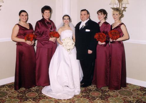 Жених с невестой и свидетельницы Лора, Мэри, Дженнифер и Джоэн.
